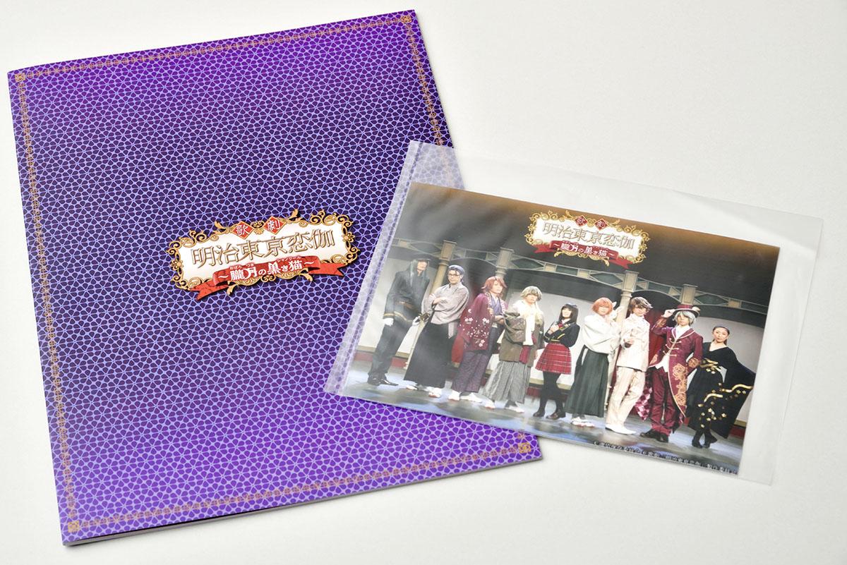 パンフレットと、5000円以上購入特典の写真